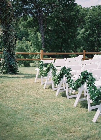 greenery-garland-at-ceremony